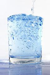 Mineralwasser ist häufig schädlicher als Leitungswasser